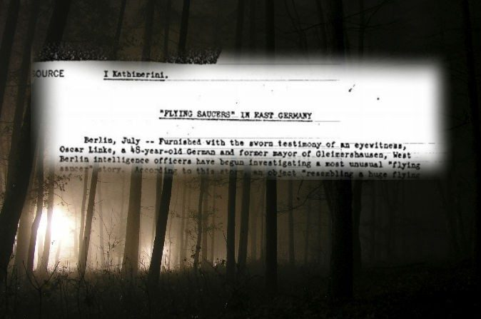Un documento desclasificado de la CIA. (Dominio público) Fondo: (Glenneroo/iStock)