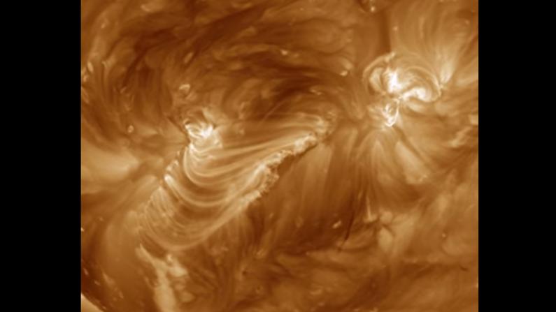Impresionante cascada de arcos magnéticos es captada por la NASA. (NASA/SDO)