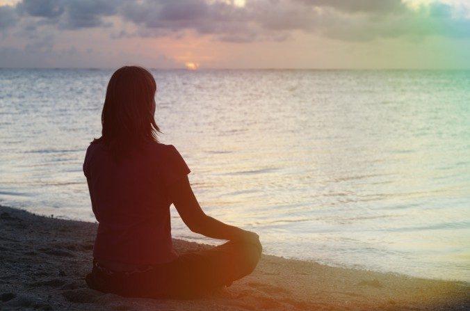 Cuando estoy realmente en conflicto o perplejo, trato de tomar un tiempo libre de todas las distracciones y me siento en silencio. (Nadezhda1906 / iStock)