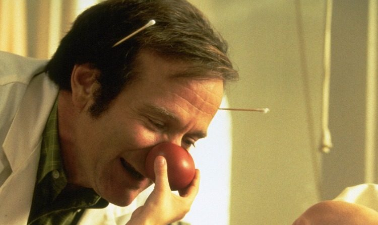 "El actor Robin Williams en la reconocida película ""Patch Adams""."