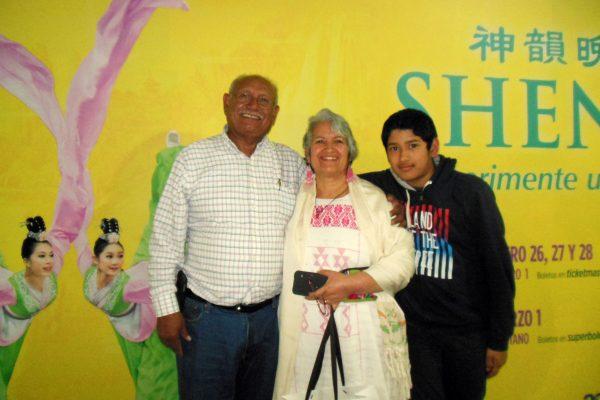 Ex diputado destacó el mensaje de esperanza en el debut de Shen Yun en México