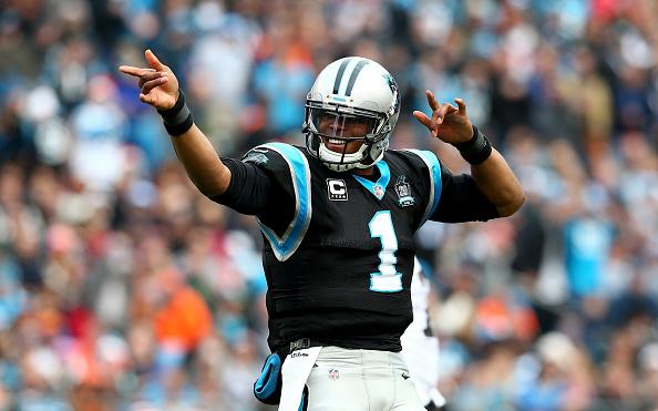 Cam Newton #1 de las panteras de Carolina logró pases para 35 touchdowns y es un fuerte favorito para el premio MVP (Foto por Streeter Lecka/Getty Images)