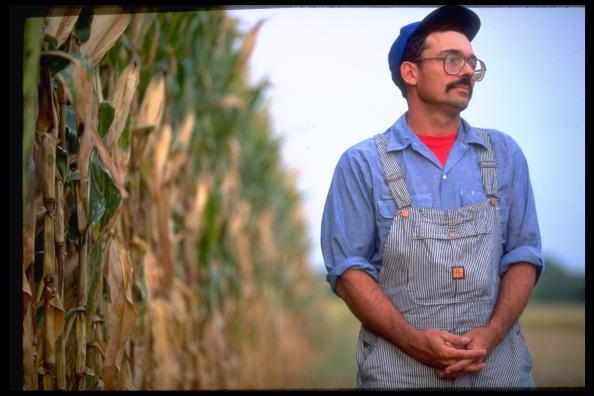 Granjero en campo de maíz. (Steve Liss la vida imágenes colección/Getty Images)