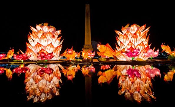 Actualmente el Festival de la Linterna se celebra con enormes esculturas iluminadas. (JUSTIN TALLIS/AFP/Getty Images)