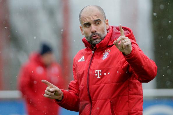 Josep Guardiola, entrenador del FC Bayern Muenchen participa en una sesión de entrenamiento de FC Bayern Muenchen en el campo de entrenamiento del club en 03 de febrero de 2016 en Munich, Alemania. (Foto por Adam Pretty/Bongarts/Getty Images)