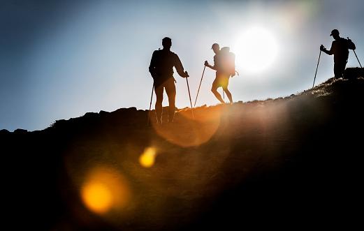 Aunque en los países nórdicos es más un hábito necesario que un deporte, el popular sistema de marcha comienza a expandirse por Occidente y logra resultados magníficos según sus cultores: Y solo se necesitan un par de bastones y la voluntad de marchar (Foto: http://www.gettyimages.es)