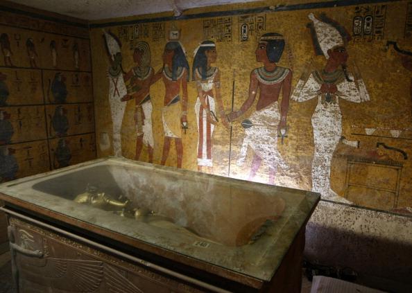 """Confirman que detrás de la tumba de Tutankamón hay otra cámara """"llena de tesoros. Será un Big Bang"""" para la arqueología. (Foto: CRIS BOURONCLE/AFP/GettyImages)"""
