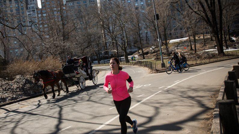 Hacer ejercicio intenso podría ayudar a combatir el cáncer, según un estudio.  (Foto: Andrew Burton/Getty Images)