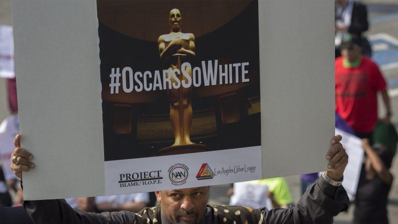 La alfombra de los Óscar empieza con pequeña protesta por falta de diversidad.        (Foto: DAVID MCNEW/AFP/Getty Images)