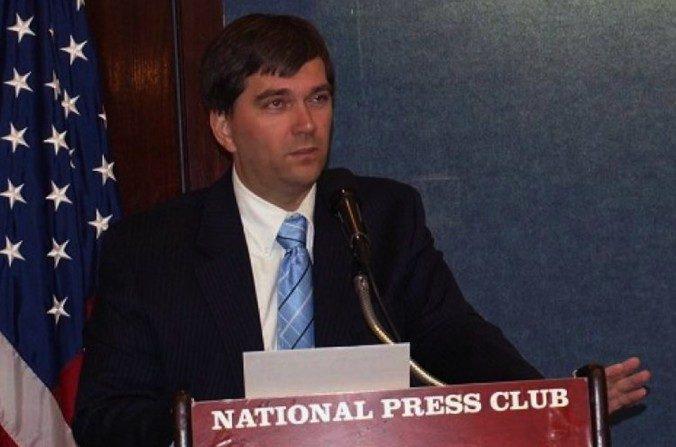 Torsten Trey, con doctorado en medicina, director ejecutivo de médicos contra la sustracción de órganos forzada, habló en el Club Nacional de Prensa en Washington, el 23 de julio de 2008. (Yi Ping / La Gran Época)