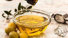 El aceite de oliva con limón tiene muchas propiedades y beneficios a la salud
