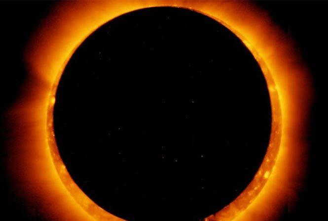 Eclipse Solar Anular Total. (NASA)