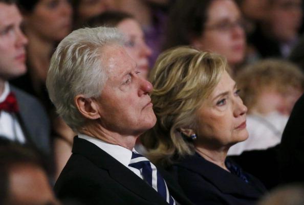 Bill Clinton y Hillary Clinton (Foto: Mike Segar-Pool/Getty Images)