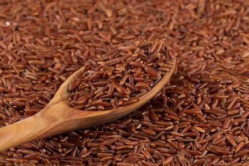 El arroz rojo es un tipo de arroz integran que aporta muchos nutrientes y beneficios al organismo y es ideal para reemplazar el blanco (Foto: www.gettyimages.com)