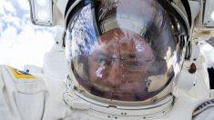 El astronauta Scott Kelly rejuveneció un año en el espacio y luego envejeció, revelan estudios