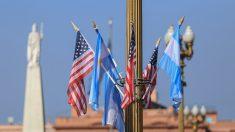 Obama llega a Argentina en víspera del aniversario de golpe militar