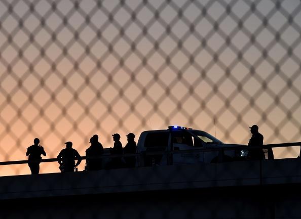 Interceptan en México tractocamión que transportaba a 95 migrantes hacinados.       (Foto: MARK RALSTON/AFP/Getty Images)
