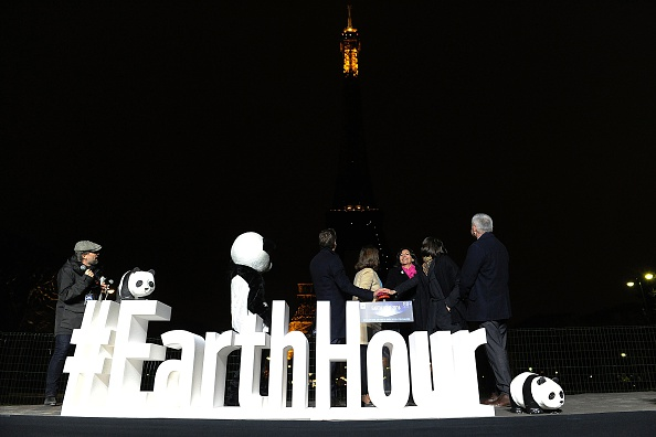 La torre Eiffel apagó sus luces en la Hora del Planeta. (Foto:  THOMAS OLIVA/AFP/Getty Images)