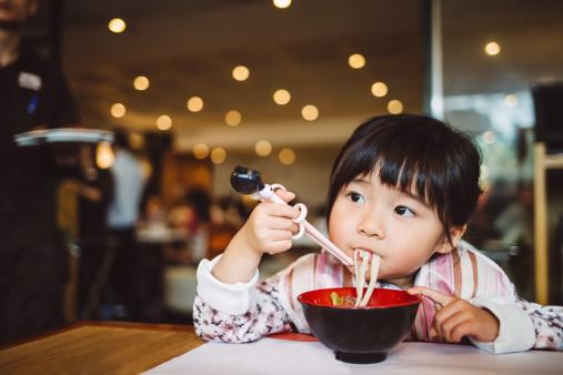Los fideos chinos son espectaculares para inventar platos novedosos y deliciosos al paladar. Foto: : Images By Tang Ming Tung/ Getty Images