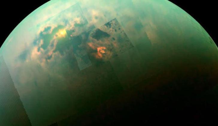 NASA identifica montañas de más de 3.000 metros en Titán, la mayor luna de Saturno, que podría tener fuerza tectónicas activas.