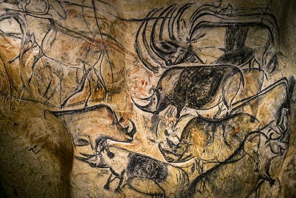 Un detalle de la reproducción a escala real de los frescos hallados en la cueva de Pont - D'Arc también conocida como la cueva de Chauvet, el 8 de abril de 2015, de Vallon Pont d'Arc. (Foto: JEFF PACHOUD/AFP/Getty Images)