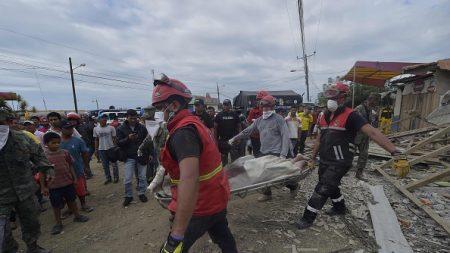 Se eleva a 233 los muertos por el fuerte terremoto en Ecuador