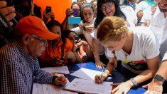 Venezuela: Maratón de firmas del referendo revocatorio contra Nicolás Maduro