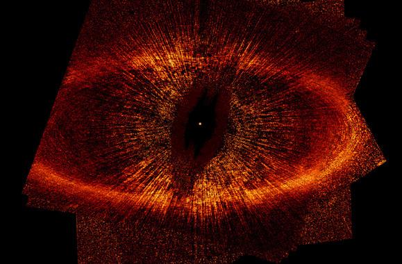 El telescopio Hubble captó este anillo de gas y polvo alrededor de la estrella Fomalhaut. / NASA, ESA, P. Kalas, J. Graham, M. Clampin.
