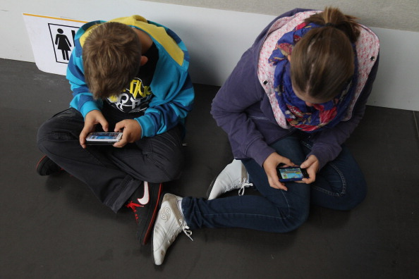 Exceso del uso de tecnologías modernas causa nuevas enfermedades. (Sean Gallup/Getty Images)