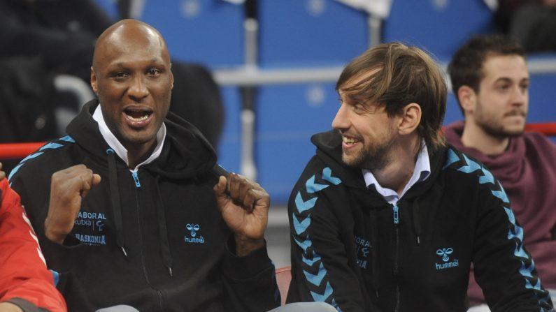 NBA: Lamar Odom volvió al Staples Center entre ovaciones. (Foto: RAFA RIVAS/AFP/Getty Images)