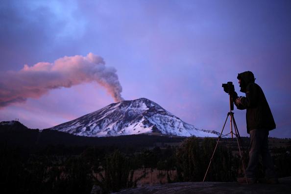 El volcán Popocatépetl, en el centro de México, mantiene intensa actividad. (Foto: PABLO SPENCER/AFP/Getty Images)