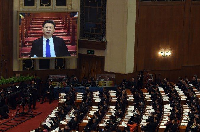 El líder chino Xi Jinping en pantalla durante una conferencia en el Gran Salón del Pueblo en Beijing el 3 de marzo. (Greg Baker/AFP/Getty Images)