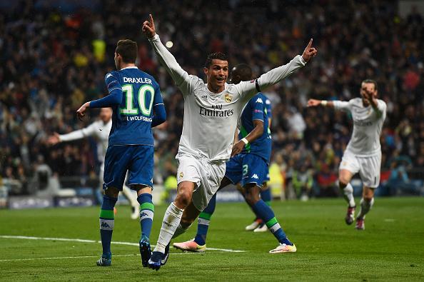 Cristiano Ronaldo del Real Madrid celebra su segundo gol en el partido de vuelta entre el Real Madrid CF y el Wolfsburgo de Liga de Campeones, en el Estadio Santiago Bernabéu, el 12 de abril de 2016, Madrid, España. (Mike Hewitt / Getty Images)