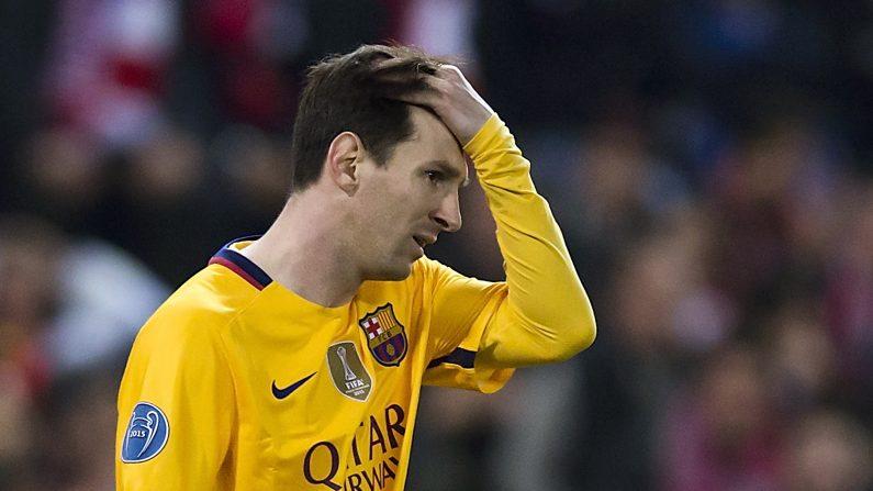 Lionel Messi del FC Barcelona se lamenta en la eliminación del Barcelona de la UEFA Champions League ante el Atlético Madrid, en el Vincente Calderón, el 13 de abril de 2016, en Madrid, España.  (Gonzalo Arroyo Moreno/Getty Images)