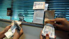 Inmigrantes ayudan a sus familias en México enviando dinero desde EE.UU.