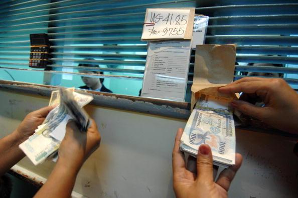 Inmigrantes ayudan a sus familias en México enviando dinero desde EE.UU.  (Foto: ROMEO GACAD/AFP/Getty Images)