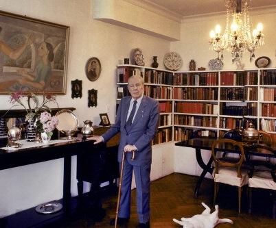El famoso escritor argentino Jorge Luis Borges en su casa de Buenos Aires, Argentina en 1982. (Christopher Pillitz/Getty Images)