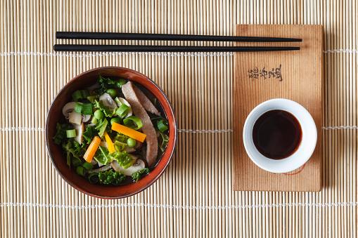 Las salsas son protagonistas de la gastronomía oriental. Foto: Westend61/ Getty Images