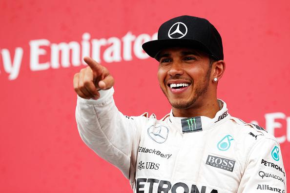 Ganador de la carrera Lewis Hamilton de Gran Bretaña y Mercedes GP se celebra en el podio en la fórmula uno gran premio de Canadá en Montreal, Canadá. (Foto por Charles Coates/Getty Images)