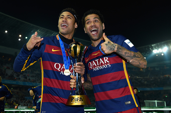 Neymar y Dani Alves de Barcelona. (Photo by Mike Hewitt - FIFA/FIFA via Getty Images)