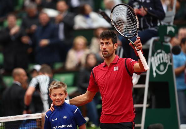 Novak Djokovic de Serbia celebra la victoria durante cuarto final ante Tomas Berdych de República Checa abierto de Francia en Roland Garros en 02 de junio de 2016 en París, Francia. (Foto por Clive Brunskill/Getty Images)