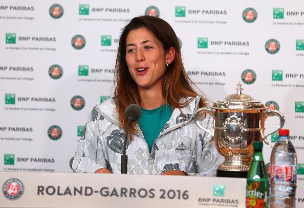 Campeona damas Garbine Muguruza de España - abierto de Francia en Roland Garros en 04 de junio de 2016 en París, Francia. (Foto por Julian Finney/Getty Images)