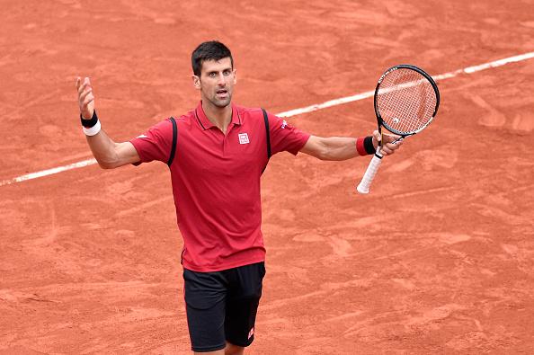 Novak Djokovic de Serbia reacciona durante juego final de individual de hombres contra Andy Murray de Gran Bretaña en el día quince el 2016 abierto de Francia en Roland Garros en 05 de junio de 2016 en París, Francia. (Foto por Aurelien Meunier/Getty Images)