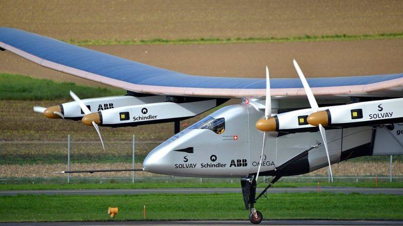 El primer prototipo del Solar Impulse despegando del aeropuerto de Payerne (Suiza) en noviembre de 2014 en un vuelo de prueba. Foto: Wikimedia Commons