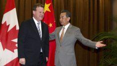 Ministro del Exterior de China enojado con periodista canadiense por pregunta sobre derechos humanos