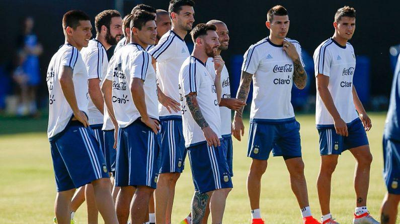 Lionel Messi (C) durante una sesión de la práctica de entrenamiento del equipo nacional de fútbol de la Argentina en la Universidad Estatal de San José, en preparación para la Copa América 2016, el 3 de junio de 2016 en San José, California. (TONY AVELAR / AFP / Getty Images)