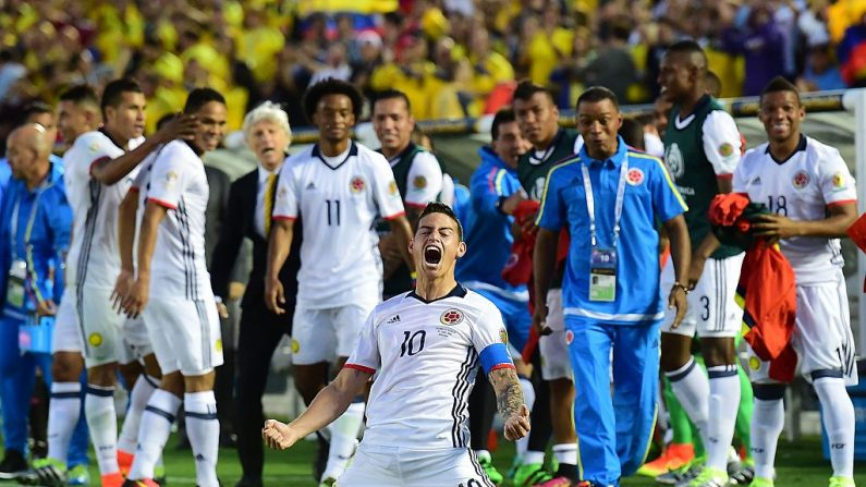 James Rodríguez de Colombia celebra después de anotar contra Paraguay durante un partido de fútbol de la Copa América Centenario en Pasadena, California, Estados Unidos, el 7 de junio de 2016. (FREDERIC J. BROWN/AFP/Getty Images)