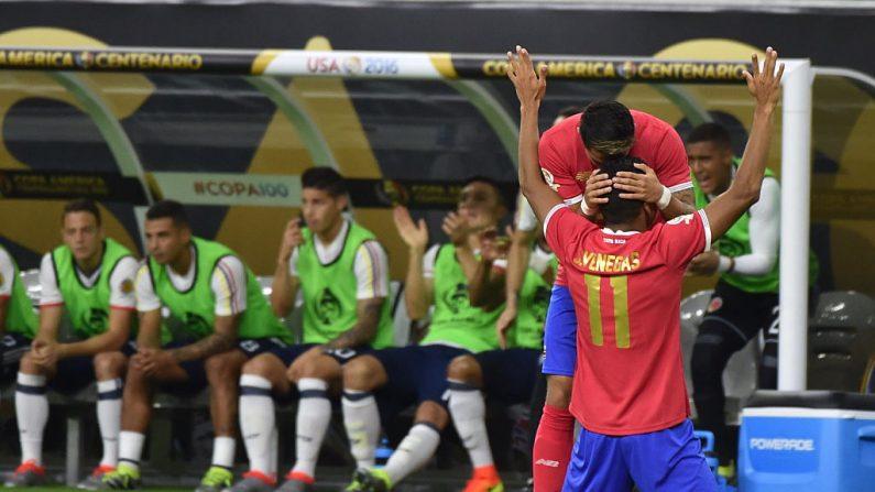 Johan Venegas de Costa Rica celebra después de anotar contra Colombia durante la Copa América Centenario en Houston, Texas, Estados Unidos, el 11 de junio de 2016.(NELSON ALMEIDA / AFP / Getty Images)