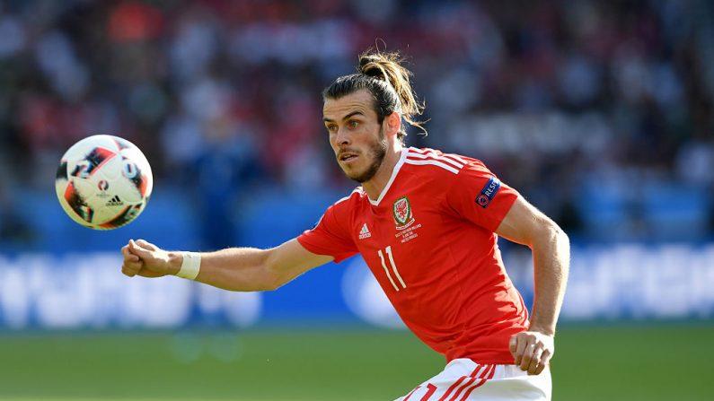 El jugador de Gales Gareth Bale en acción durante partido entre Gales e Irlanda del Norte en la primera ronda de la UEFA Euro 2016 en el estadio Parc des Princes el 25 de junio de 2016 en París, Francia. (Stu Forster / Getty Images)