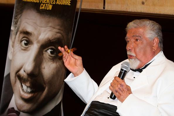 """Rubén Aguirre, el Profesor Jirafales, lanzando el libro """"Después de usted"""" en 2015 - Foto: Clasos/CON - Getty Images"""